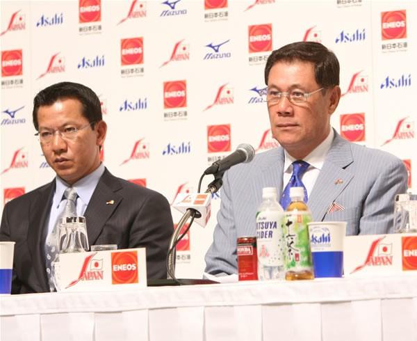 打撃を担当する田淵コーチ(右)と投手を担当する大野コーチ
