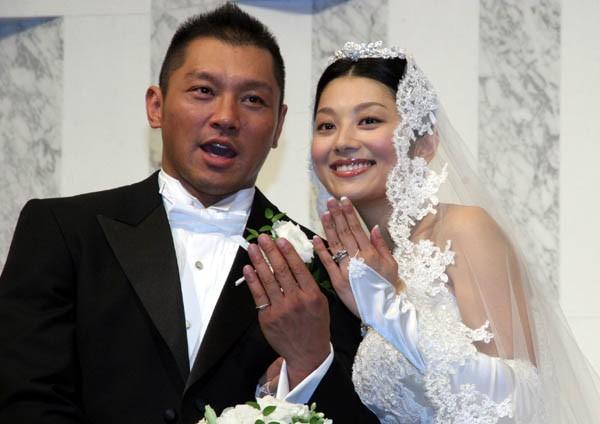 結婚指輪は3カラットのダイヤモンド。果たして何試合分?