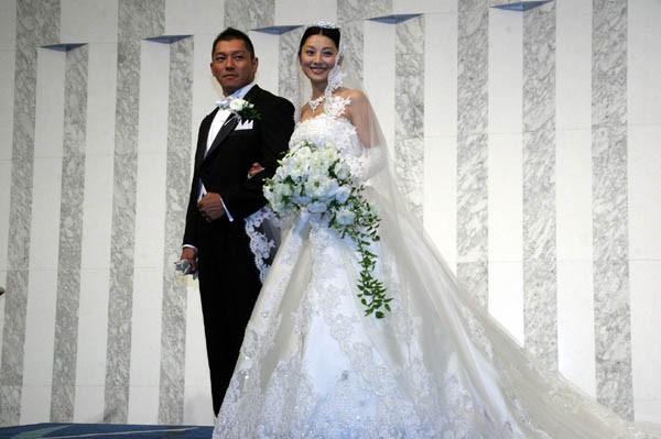ウェディングドレスは桂由美さんのデザイン。栄子さんの希望で2.5mのロングトレーンに
