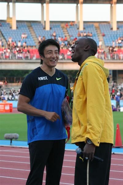 朝原の引退セレモニーには、北京五輪金メダリストのウサイン・ボルトが登場し、花束を贈呈