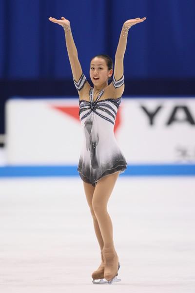 フィギュアスケートの全日本選手権で浅田真が2連覇を達成