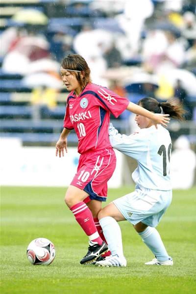 代表のレギュラーでもある阪口(左)ら、TASAKIには多くの有力選手がいる
