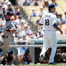 イチローが黒田(右)と対戦し、3打数1安打。「変化球ピッチャーでしたね」