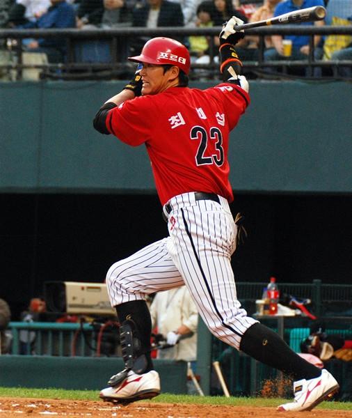 「ミラクル打線」を引っ張る元大リーガー崔煕燮。米では4年間で40本塁打を記録