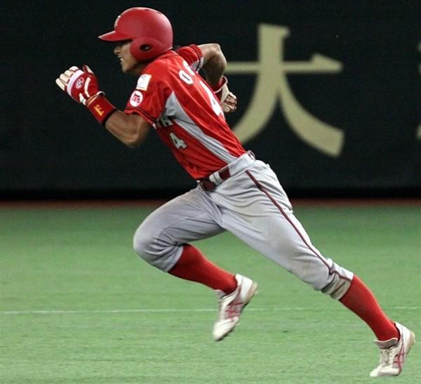荻野の一番の持ち味は俊足。関西学院大4年春にはリーグ記録を更新する17盗塁をマークした