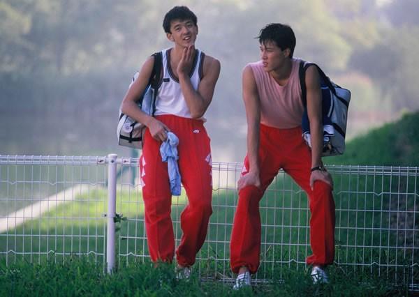 80年代後半、バレーの全日本代表ながらアイドル的な人気を誇っていた井上謙(左)と川合俊一