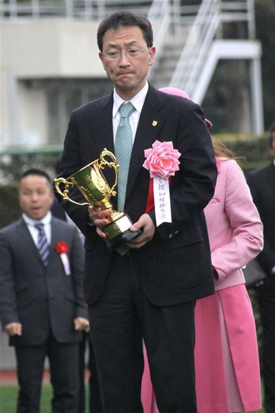 角居調教師は弥生賞後、ウオッカ引退とその経緯を発表した