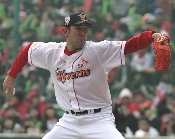 韓国プロ野球で2年目を迎えた門倉。開幕7連勝で4月の月間MVPを獲得した