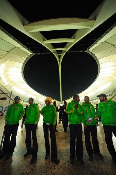 夜のダーバン・スタジアム。この会場も準決勝を最後にW杯開催地としての役割を終える