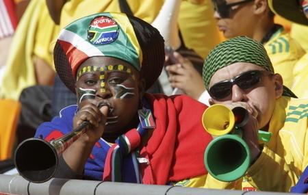 ブブゼラは地元の人々だけでなく、他国のサポーターにも広がった。スタジアムに響き渡る騒音も当たり前になった