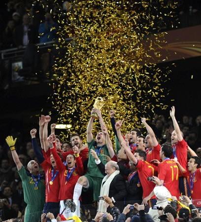 スペインは延長戦の末にオランダを下し、W杯初優勝を成し遂げた