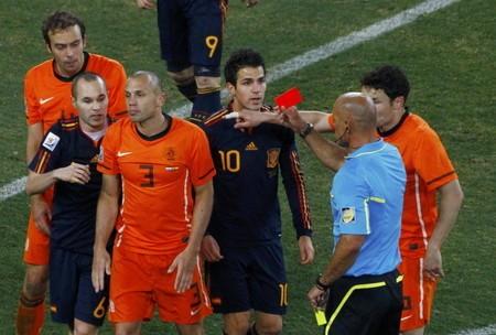 ハイティンハ(3番)の退場によりファン・ボメルが最終ラインに。結果、オランダの中盤の守備の壁は崩壊した