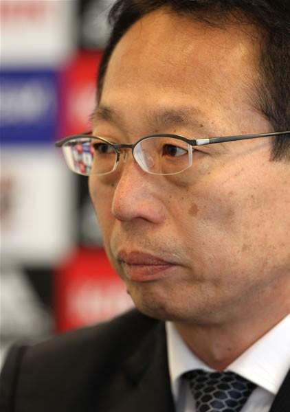 W杯直前で迎えた日本代表の危機。岡田監督(写真)は窮地に立たされていた