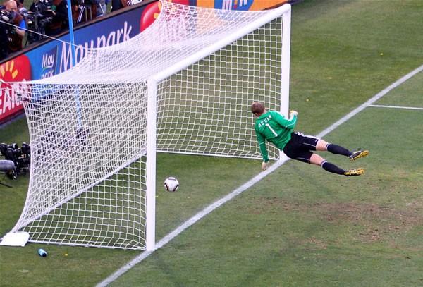 ランパードの幻のゴールがきっかけの1つとなり、FIFAはテクノロジー導入の再検討を決めた