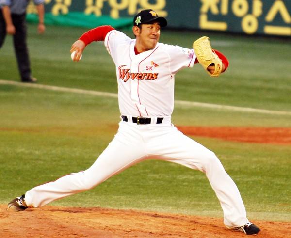 韓国2年目で14勝を挙げた門倉。かつての古巣・東京ドームでどのようなピッチングを見せるか