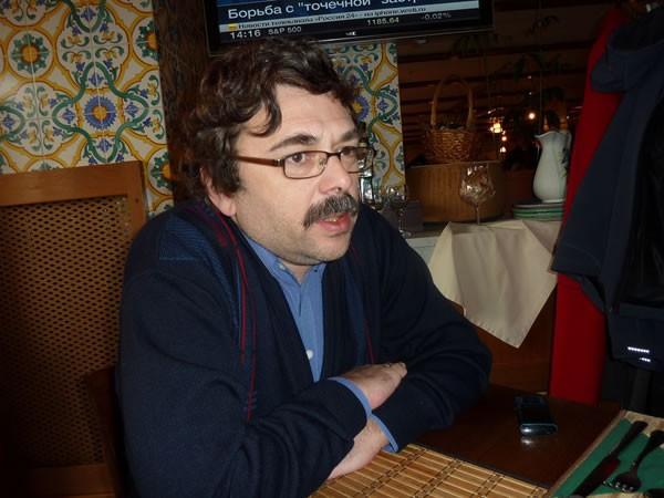 ロシアサッカーの事情を説明するアレクサンダル・コベルヤツキ氏