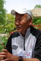 東京Vの川勝監督(写真)は東京ガスでプレーした経験を持ち、FC東京の大熊監督とはかつてチームメートであった
