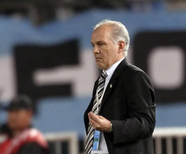 就任早々、窮地に立たされたサベーラ監督。続投かどうかは11月のW杯予選2試合の結果次第となる