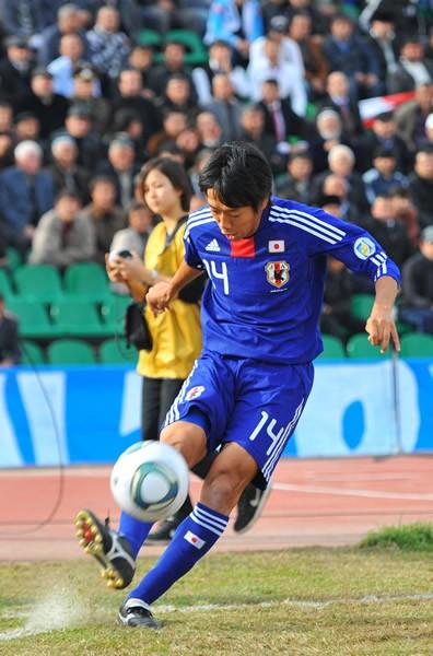 2試合連続でトップ下に入った中村。持ち前のチャンスメークに加え、ゴールも求められる