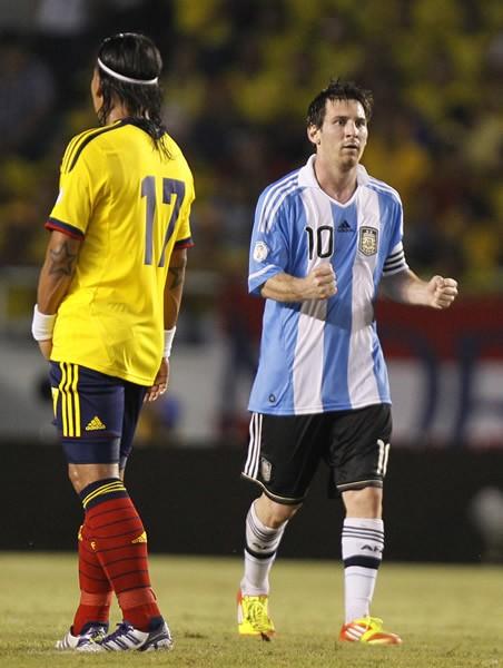 アルゼンチンの人々は、問題はメッシ(右)ではなく、プレースタイルにあると気づき始めたようだ