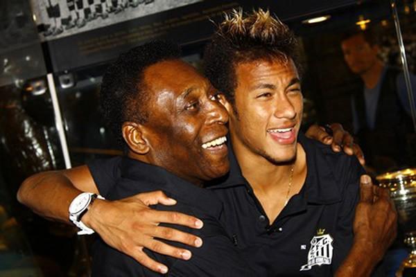 サントスとブラジル代表の中心選手となったネイマール(右)は国内で絶大な人気を誇る