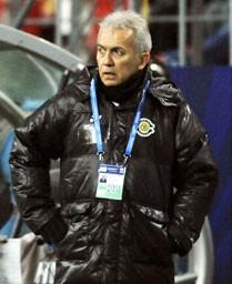 柏―サントス 前半、リードを許し厳しい表情の柏・ネルシーニョ監督=豊田スタジアム