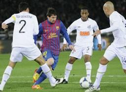 サントスの選手たちは初めて体感するバルセロナの強さ、メッシ(中央)のプレーに驚きを隠せなかった