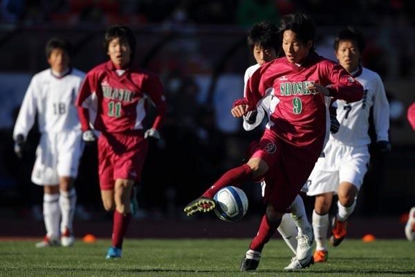 尚志は山岸(9)のゴールで1点を返したものの、国立の雰囲気にのまれ、大敗を喫した
