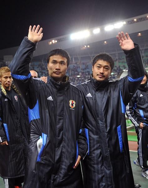 宮城県出身の今野(左)も小笠原らとともに東北人魂の発起人に名を連ね、支援を続けている