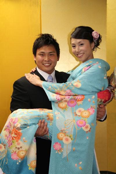 タレントの飯作あゆりさんとの婚約を発表した中嶋勝彦