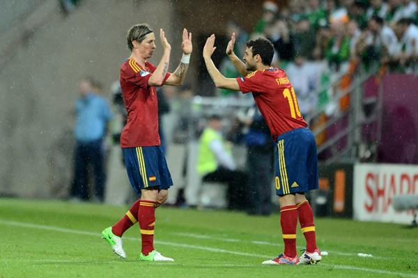 センターFW争いを繰り広げるトーレス(左)とセスク(右)。起用された選手が結果を残すことが、スペインの強みとなっている