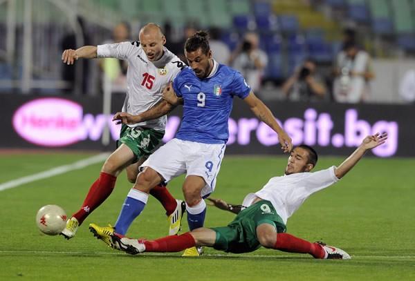 イタリアはブルガリアの激しいプレッシングに苦しみ、初戦をドローで終えた