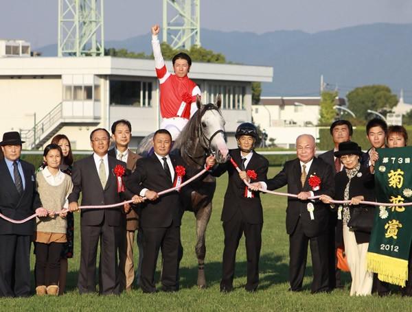 皐月賞馬ゴールドシップが菊花賞完勝、二冠制覇を達成
