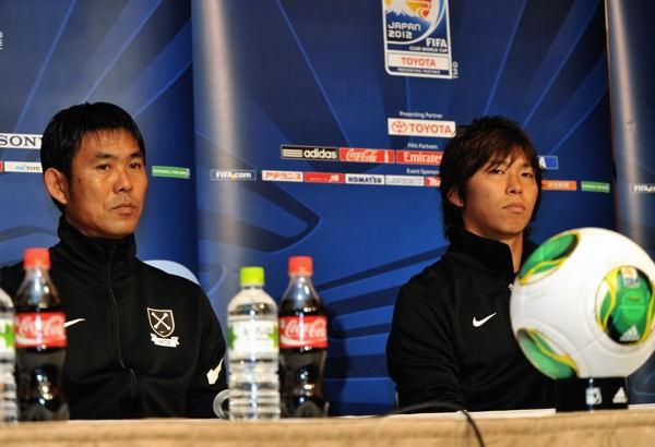 クラブW杯開幕戦に向けた会見に出席した森保監督(左)と佐藤
