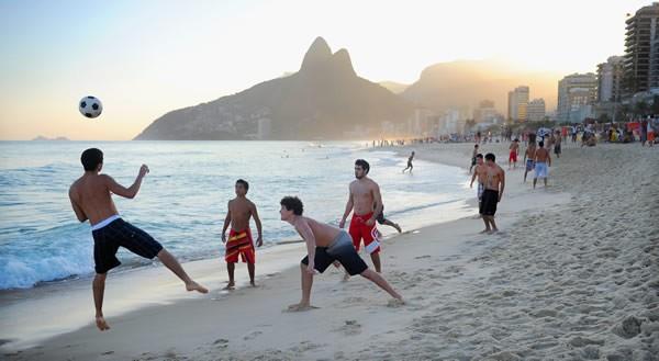 ブラジルでは、ボールは蹴るものというのが常識。そんなブラジルに野球文化があるのだろうか
