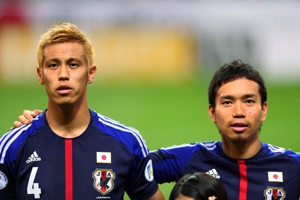 本田(左)と長友を欠く日本は、カナダ戦にどのようなメンバーで挑むのか