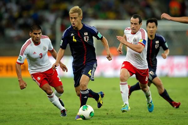 本田(中央)は試合後、「自信の差がそのまま格になる」と世界との差を改めて口にした