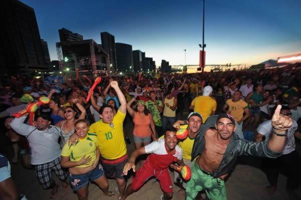 ネイマールの2アシストでブラジルが決勝進出。地元ファンのはじけっぷりは尋常でなかった