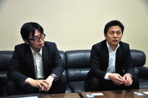 下町ボブスレープロジェクトの発起人である小杉氏(左)と初動段階から参加している舟久保氏(右)。プロジェクト開始から、これまでの経緯を語ってくれた