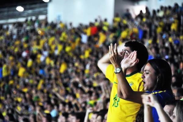 ブラジルの3ゴールに熱狂する地元サポーター。来年はさらに強いセレソンが見られるか?