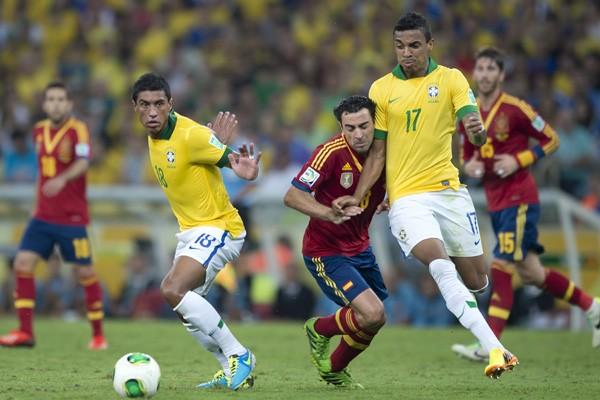 ブラジル(黄色)のダブルボランチ、パウリーニョ(左)とグスタボ(右)はコンフェデ杯優勝に大きく貢献した
