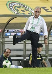ザッケローニ監督は60分間はチームとして、出来が良かったと評価をした。しかし、これだけ暑い気候の中、普段起こらないミスが起こったと悔やんだ