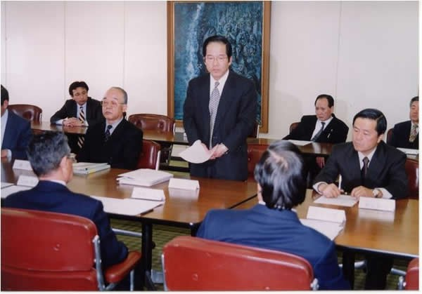 海野は2001年の取締役会にて、ヴァンフォーレ甲府の存続のための経営方針を訴えた