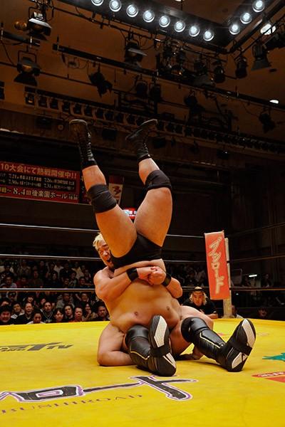 優勝決定戦進出の目はなかった佐藤耕平だが、意地を見せて関本大介の決勝進出を阻止した