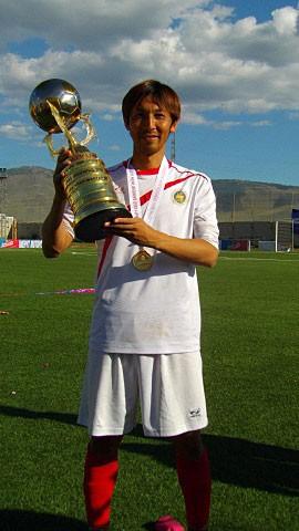 「アジア10カ国でプレーする」と公言し、多くの苦難に直面しながらも、それを有言実行した