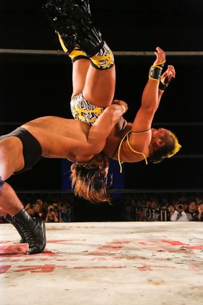 BJW認定世界ストロングヘビー級王者・関本はぶっこぬきジャーマンで近藤を下した