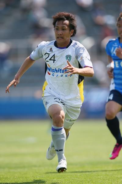 最終節は金森(写真)らのゴールで2−0で勝利。今季を14位で終えた福岡は経営危機が発覚後、多くのサポーターに支えられた