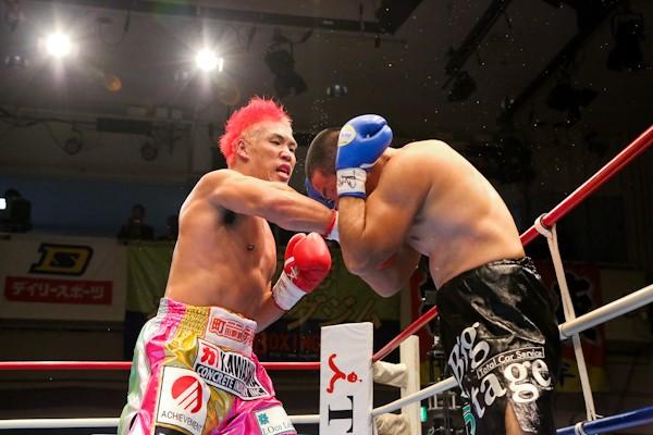 ヒット&アウェーで序盤からペースを握った王者・京太郎(左)