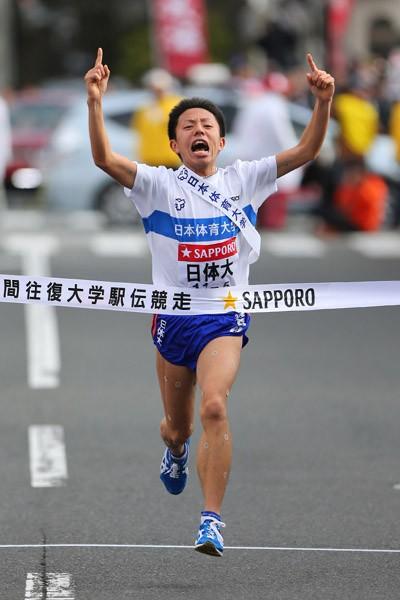 前回大会、5区区間賞の快走でチームを30年ぶり総合優勝に導いた日本体育大・服部翔大(写真)も順当にエントリー