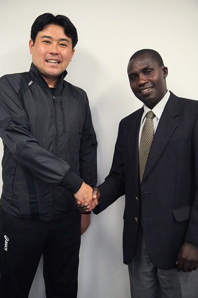 大学時代、箱根駅伝などで熱戦を繰り広げた早稲田大・渡辺監督(左)と桜美林大・真也加監督が再会。監督としての思いや苦悩などを語った